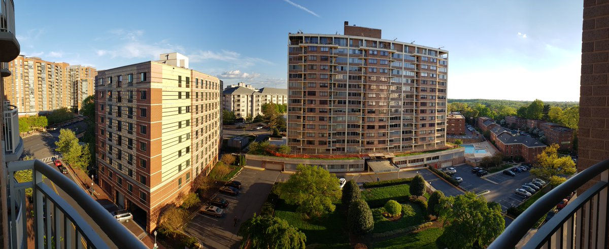 A gorgeous evening to spend on the balcony, looking out at the world! Happy #EarthDay ! #DCwx #MDwx #VAwx<br>http://pic.twitter.com/qDFF0IxcPF