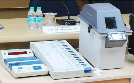 #Phase3 voting underway in 14 States & UTs