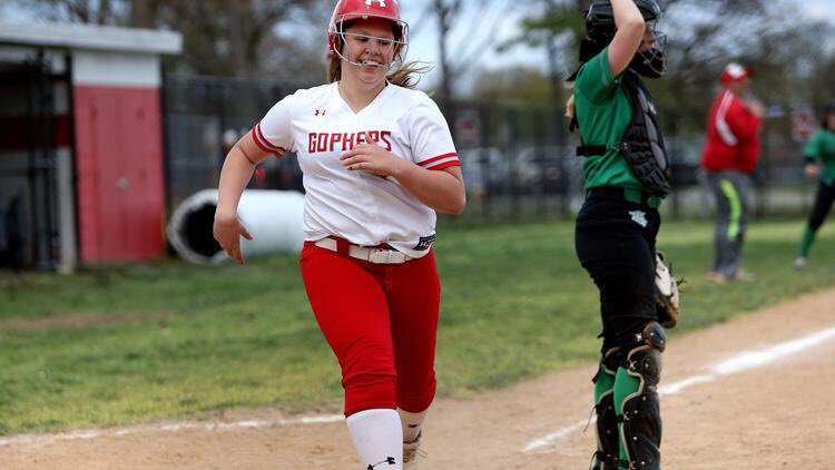 """@gopherathletics is the dark horse in the county softball race after going unbeaten since March, defeating unsinkable teams, and having fun doing it.  """"We want the top,"""" coach Dave Sauble said. """"(We) want to make a statement.""""   https://www. capitalgazette.com/sports/high_sc hool_sports/ac-cs-prep-notebook-glen-burnie-softball-0423-story,amp.html?__twitter_impression=true &nbsp; … <br>http://pic.twitter.com/cL5uofLmZw"""