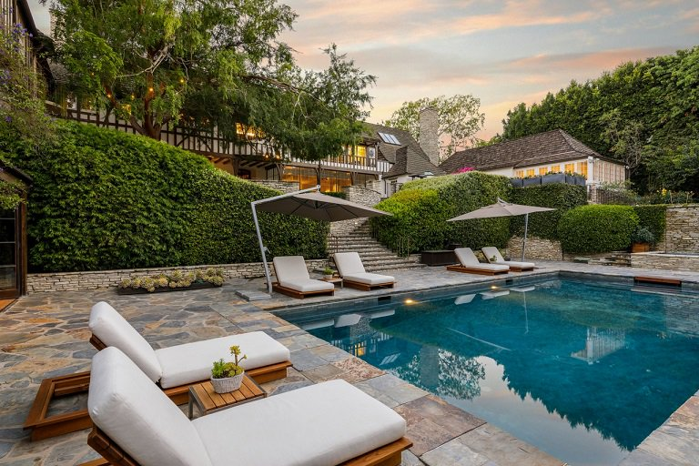 test Twitter Media - Want to live next to James Packer in Beverly Hills in an estate remodelled by Jennifer Aniston and Brad Pitt? That'll cost you a cool $78m https://t.co/rQwXXqhCqY  #property #Hollywood https://t.co/YgkPAJAsPW