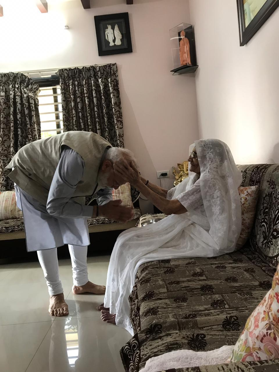 Economic Times On Twitter Gujarat Pm Modi Met His Mother At Her Residence In Gandhinagar Today He Will Cast His Vote In Ahmedabad Shortly Loksabhaelections2019 Phase3 Live Updates Https T Co Xpc42ksk3d Https T Co Qnnzpbsld6