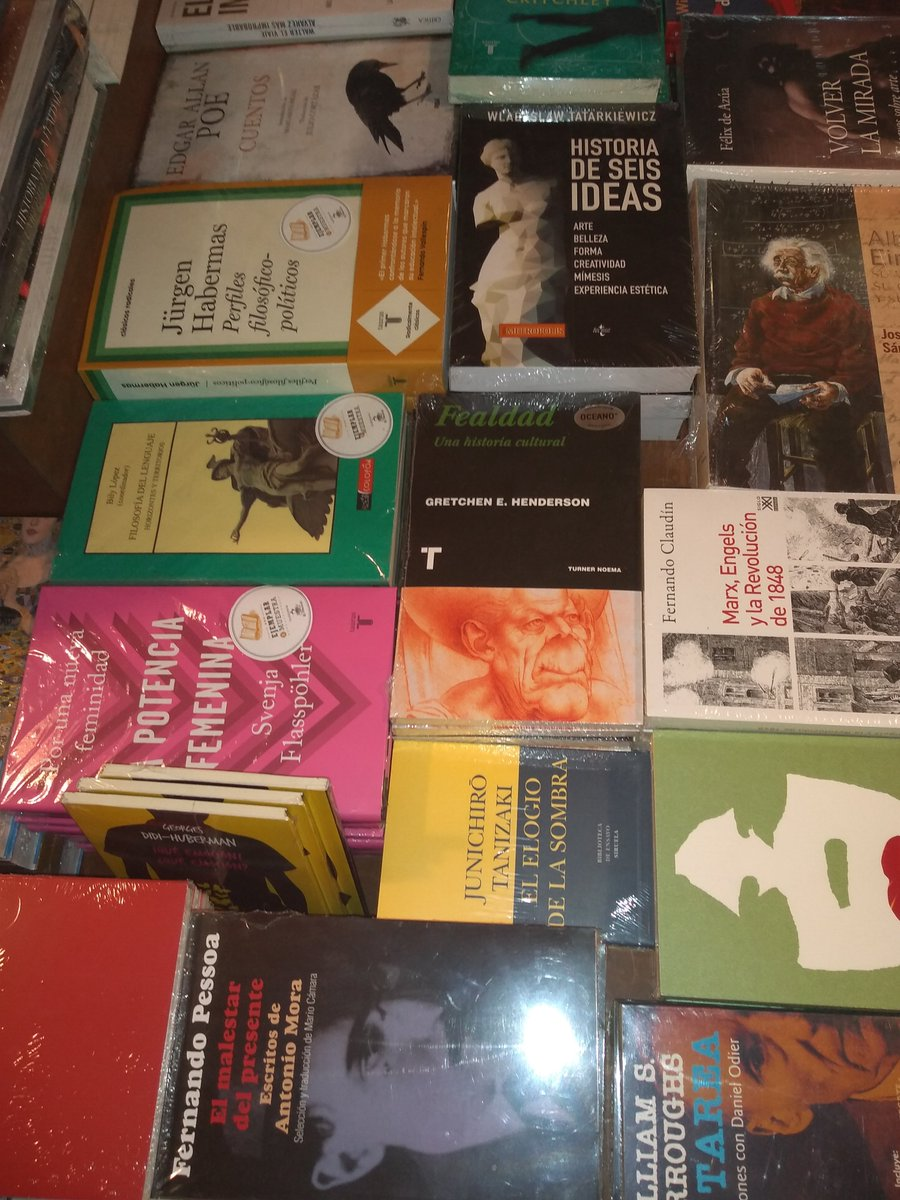 'Verdolatría' de @BerueteSantiago y 'Fealdad' de Gretchen Henderson en  @El_Pendulo Condesa, distribuidos por @OceanoMexico #Noema #verdolatria  #fealdad ...