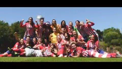 👏 Un premio a la dedicación 🔝 Un grupo ganador 🌟 Una generación de récord  🏆 Un equipo CAMPEÓN  ¡El @AtletiFemenino celebró su tercer título consecutivo de la #LigaIberdrola A LO GRANDE! 🔴🙌⚪