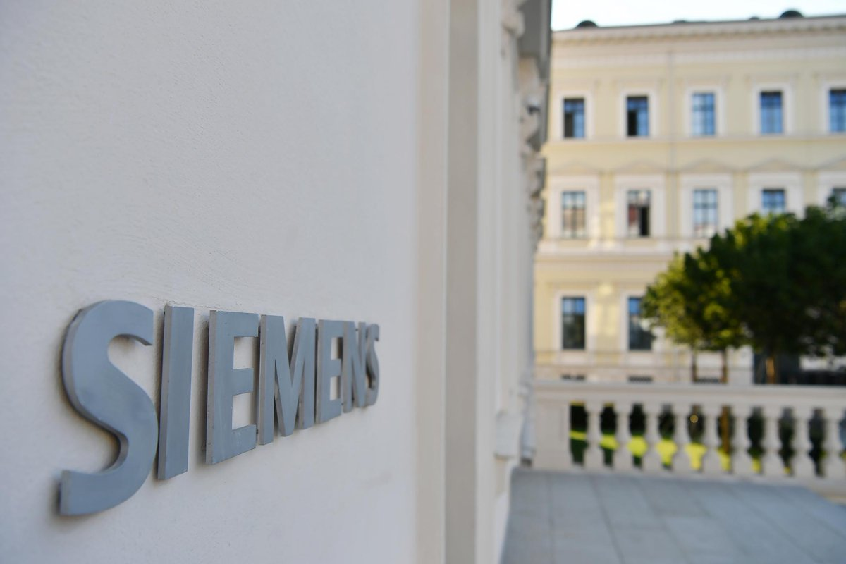 Siemens to build focused energy powerhouse and further boost performance: Creation of a new major player on the energy market with business volume of ~€30 bn through spin-off of Gas and Power and transfer of Siemens' stake in @SiemensGamesa. 👉 https://sie.ag/2H3yQUp   $SIE