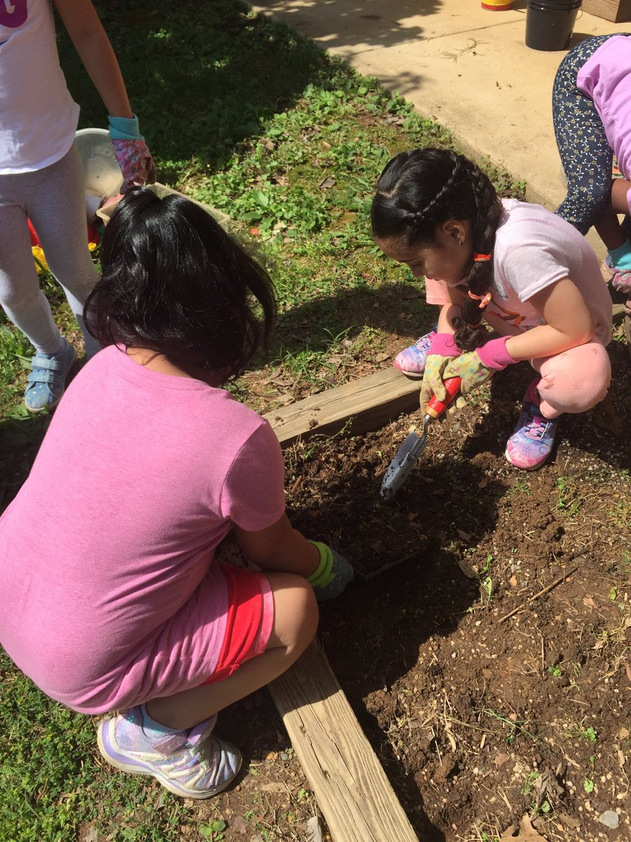 Getting ready to plant!<a target='_blank' href='http://search.twitter.com/search?q=kwbpride'><a target='_blank' href='https://twitter.com/hashtag/kwbpride?src=hash'>#kwbpride</a></a> <a target='_blank' href='https://t.co/NMg4B5IRuU'>https://t.co/NMg4B5IRuU</a>
