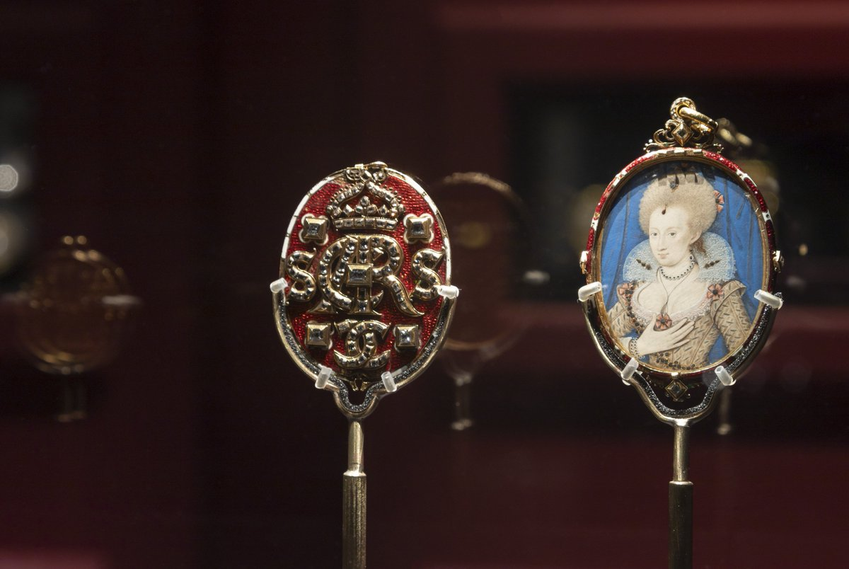 Join us this #FridayLatesNPG as Senior Curator Charlotte Bolland is joined by artist-jeweller Silvia Weidenbach and jewellery historian Beatriz Chadour-Sampson to discuss the enduring appeal of portrait miniatures.  As part of @Londoncraftweek | Book now: http://ow.ly/TTek50tWIct