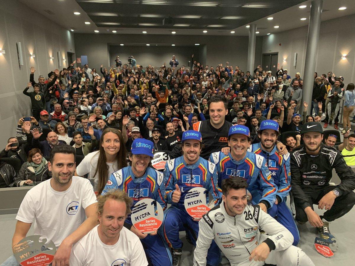 Fantástico ambiente y domingo de carreras en las 6h de resistencia @CircuitoMuseoFA !! Gracias a todos y especialmente a mis compañeros @PedrodelaRosa1 @BurguenoAngel y Galle! Equipazo ! #6h #karting #circuitoymuseofernandoalonso