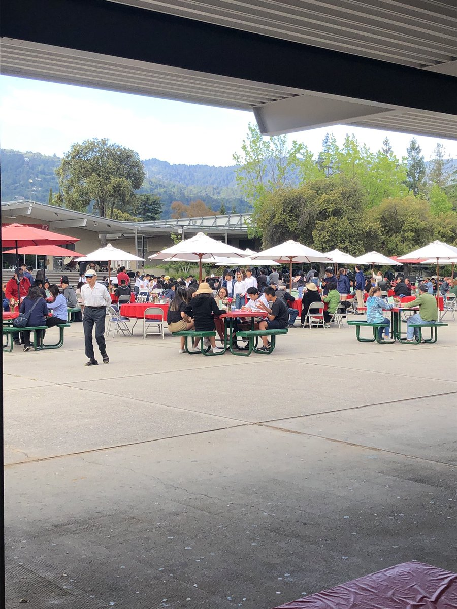 Another fabulous pancake breakfast for music boosters @saratoga_usd &amp; #gofalconpower #lgsuhsd Ty to the volunteers, students and community for coming out on a beautiful Sunday morning.<br>http://pic.twitter.com/xwDz4ANm9a