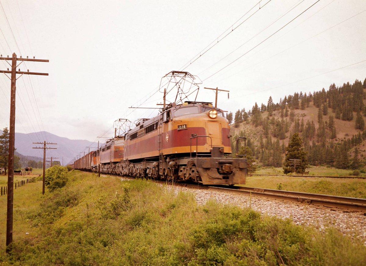 D51W5 AXkAAQ74X - Electric Railroad through the Rockies