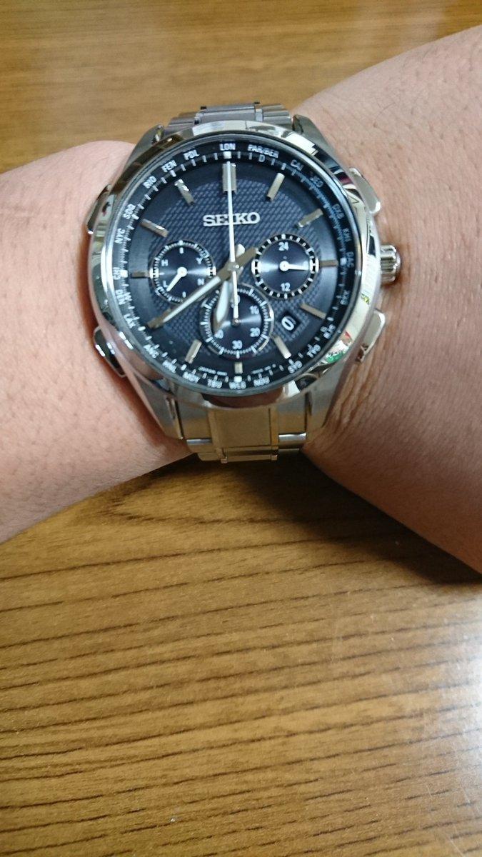 おとんとおかんから就職祝いで初給料で買おうとしてた時計の5倍くらいの値段する時計もらってしまった。。。お仕事頑張ります。