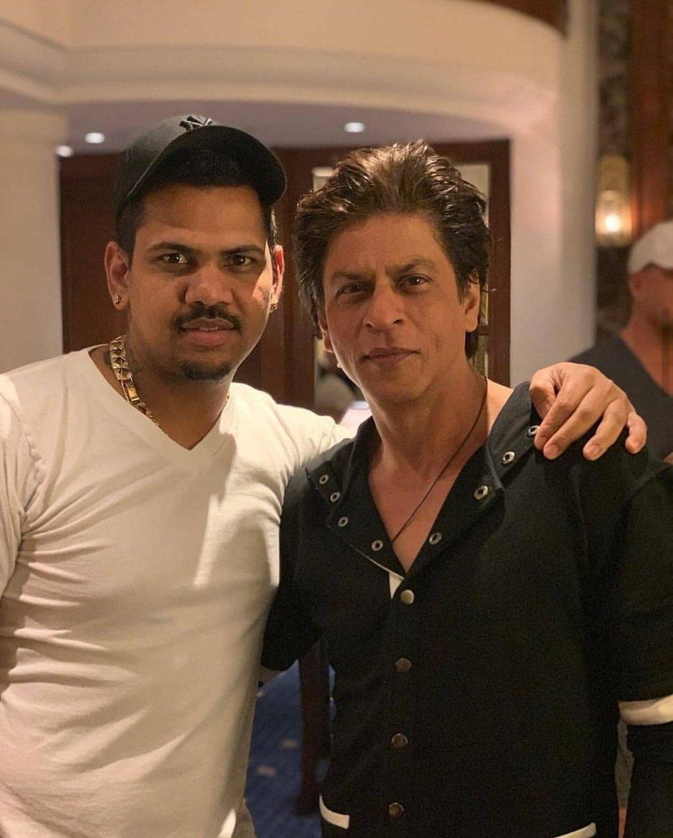 King of Bollywood @iamsrk with King Of Spin #SunilNarine meet last night .  #Kkr #KKRvMI #ShahrukhKhan<br>http://pic.twitter.com/3GT7r2V8oZ