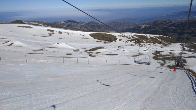 Ayer #SierraNevada echó el cierre y dio por finalizada la #temporada18_19 de esquí en la Península Ibérica 😭 Pudimos disfrutar de un día de despedida con muchísima nieve y un tiempo magnífico 🏂⛷️❄️🌞