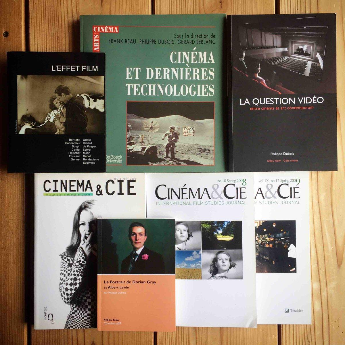 写真論の古典的名著『写真的行為』(未邦訳、1982)で知られるデュボワは、その後も、映画、写真、ヴィデオをめぐる珠玉の論考を多数出版しており、その一端はゴダールのヴィデオ使用についての最も明晰な論考を含む『La Question vidéo』に集成されている。http://www.yellownow.be/livre_detail.php?ItemID=162…