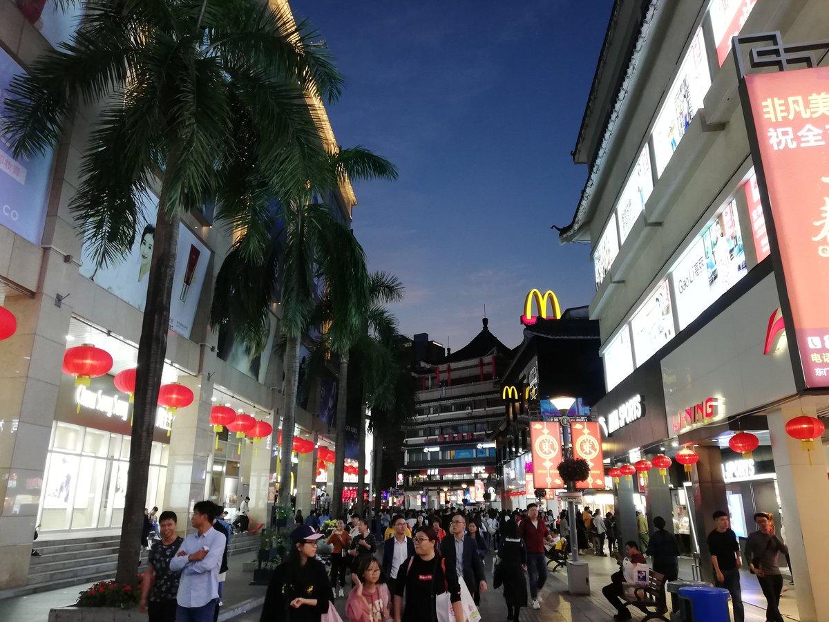 本土留学生が本土で就職すると給料は香港の半分シンクタンク「一國兩制青年論壇」による調査で、中国本土で留学している香港の学生の半分余りは本土で就職することが分かりました。ただし本土で就職した新卒者の給与の中位数は香港の場合の56%であることが分かりました。