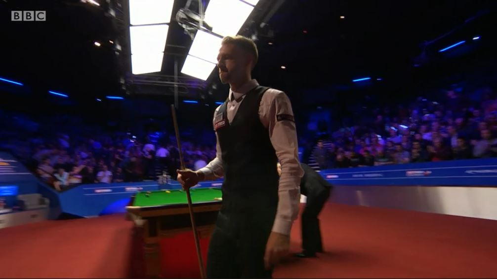 A 71 break this time, the standard has been incredible.Trump edges closer to his first world title.Watch on @BBCTwo and follow live text: http://bbc.in/2GZbNdv  #bbcsnooker