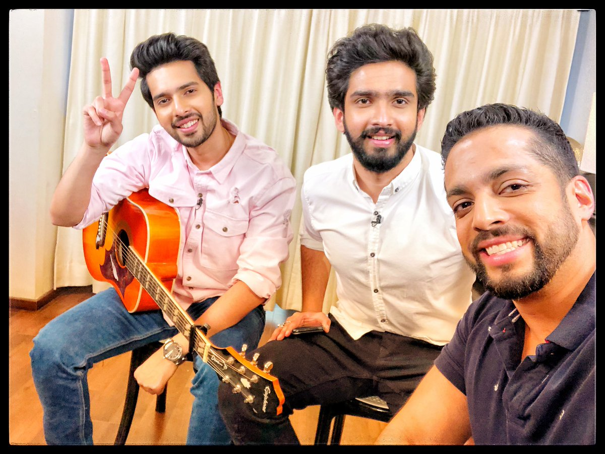 "Had the. Boys together for the first time on @THEOFFICIALB4U needless to say it was ""epic"" from butter chicken to new zealand ... think i got to knw more abt them than ever before @AmaalMallik @ArmaanMalik22 #supertalents them two"