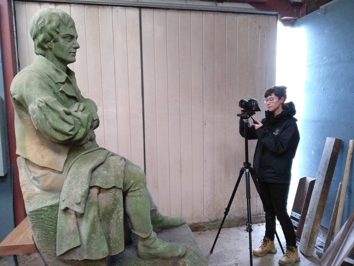 Documenting the subject is key in #conservation. And we always do it in #3D! Like this sculpture of #RobertBurns owned by #Carluke Parish Historical Society. #photogrammetry #digitalheritage #3Ddocumentation