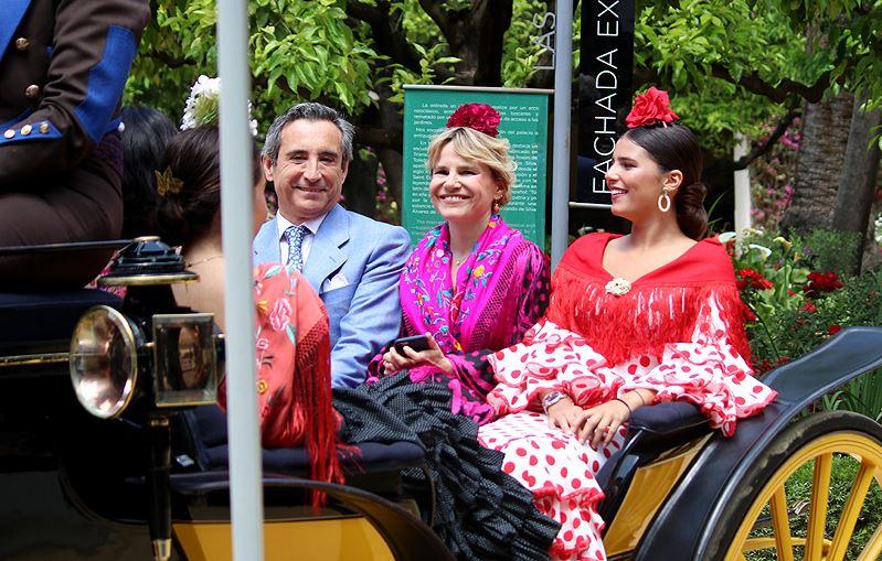 f670a8506 malena costa eugenia martinez de irujo y su hija cayetana se visten de  flamencas en la