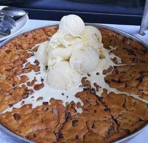 Giant Ice Cream Cookie 😍 https://t.co/BPg3lpuAR3