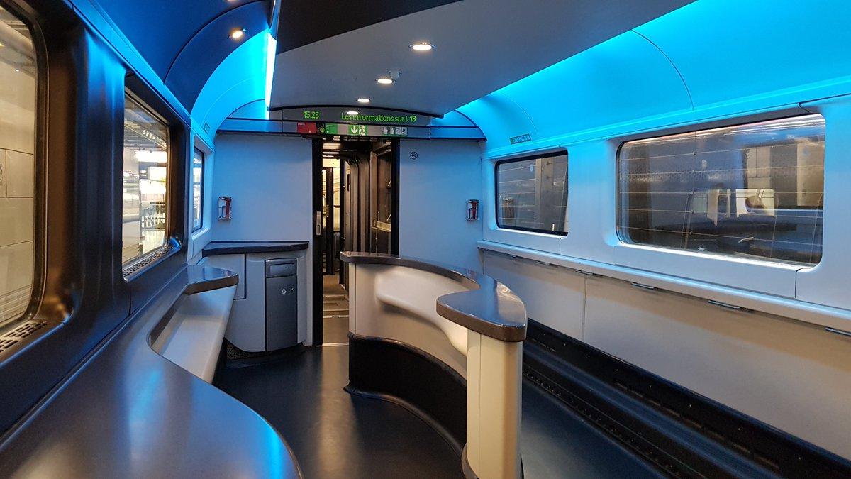 D55HFqdWAAA j8i - Eurostar at St Pancras