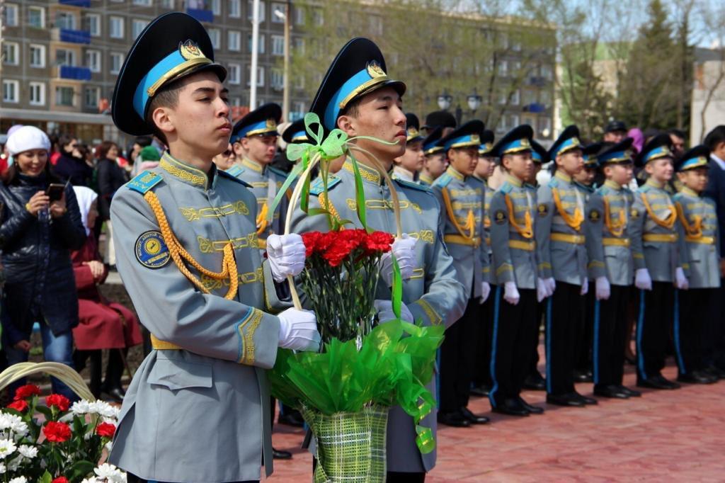 Картинки день защитника отечества 7 мая казахстан, золотыми украшениями