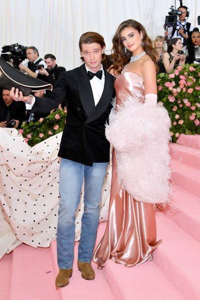 Girl is he wearing jeans??? To the fucking MET????  #MetGala