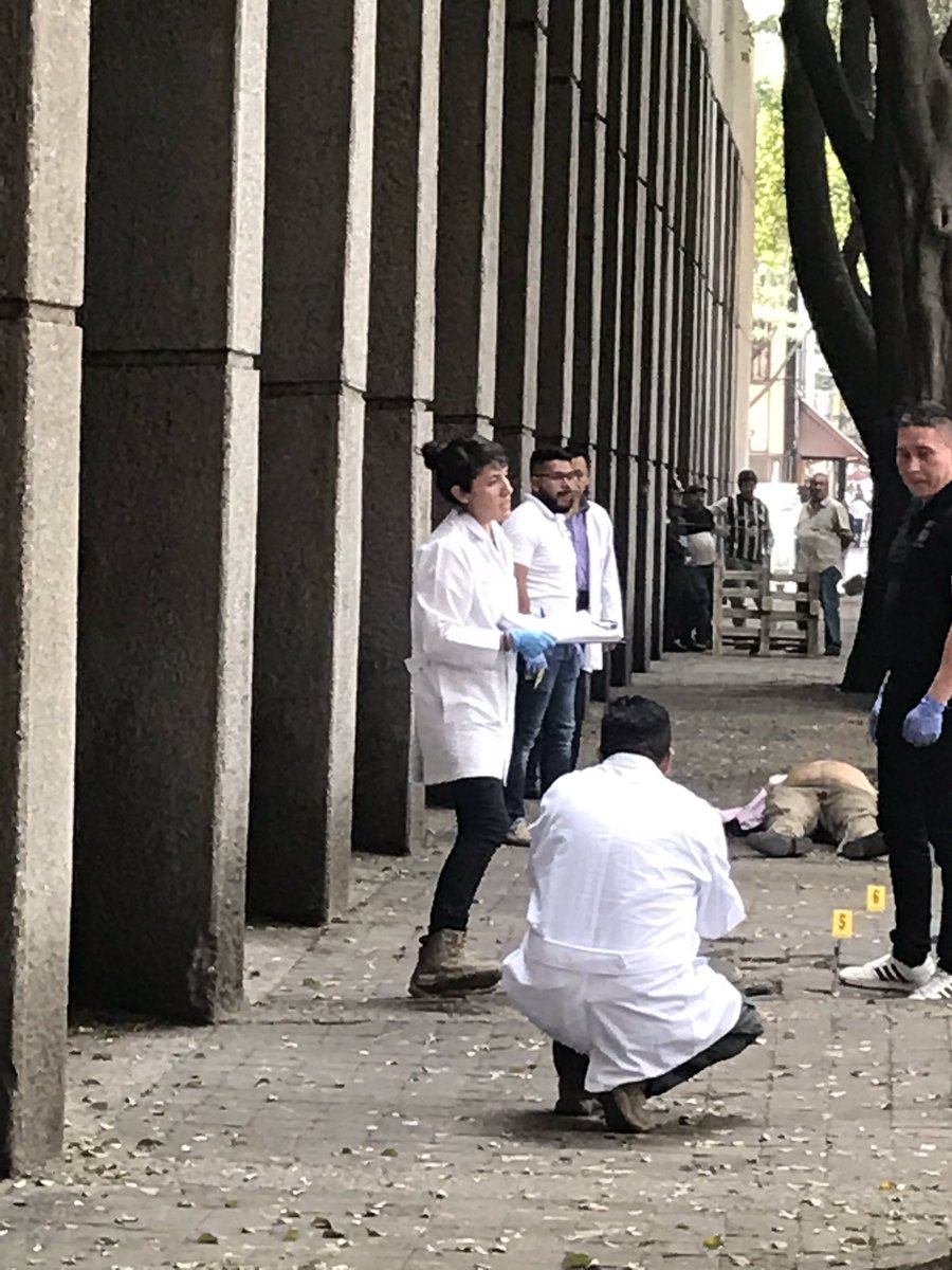 826baeffb121 ... of Mexico City this afternoon. His bodyguard fired back — and killed one  of the shooters. The body is still lying in the street.pic.twitter.com  ...