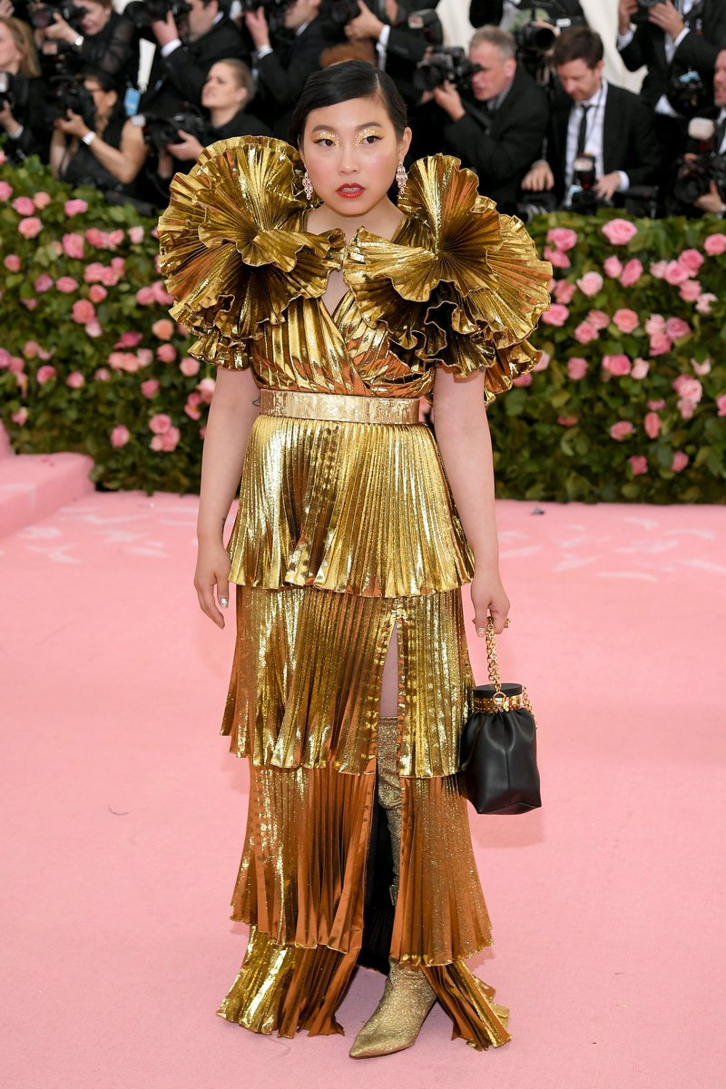 From robbing the #MetGala  in #Oceans8 to attending in real life! @Awkwafina looks stunning!  #MetGala2019  #Awkwafina (Pic: @GettyImages)<br>http://pic.twitter.com/1nLjQiWWad