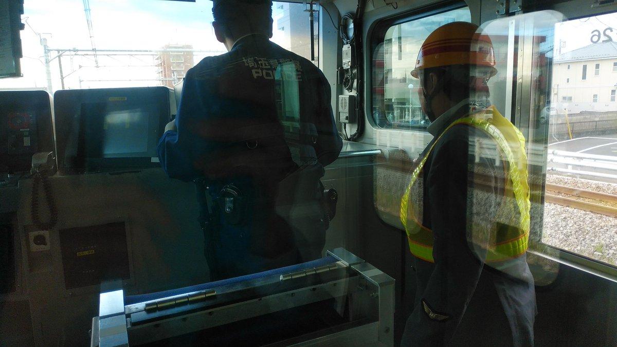 高崎線の人身事故で警察が現場検証している画像