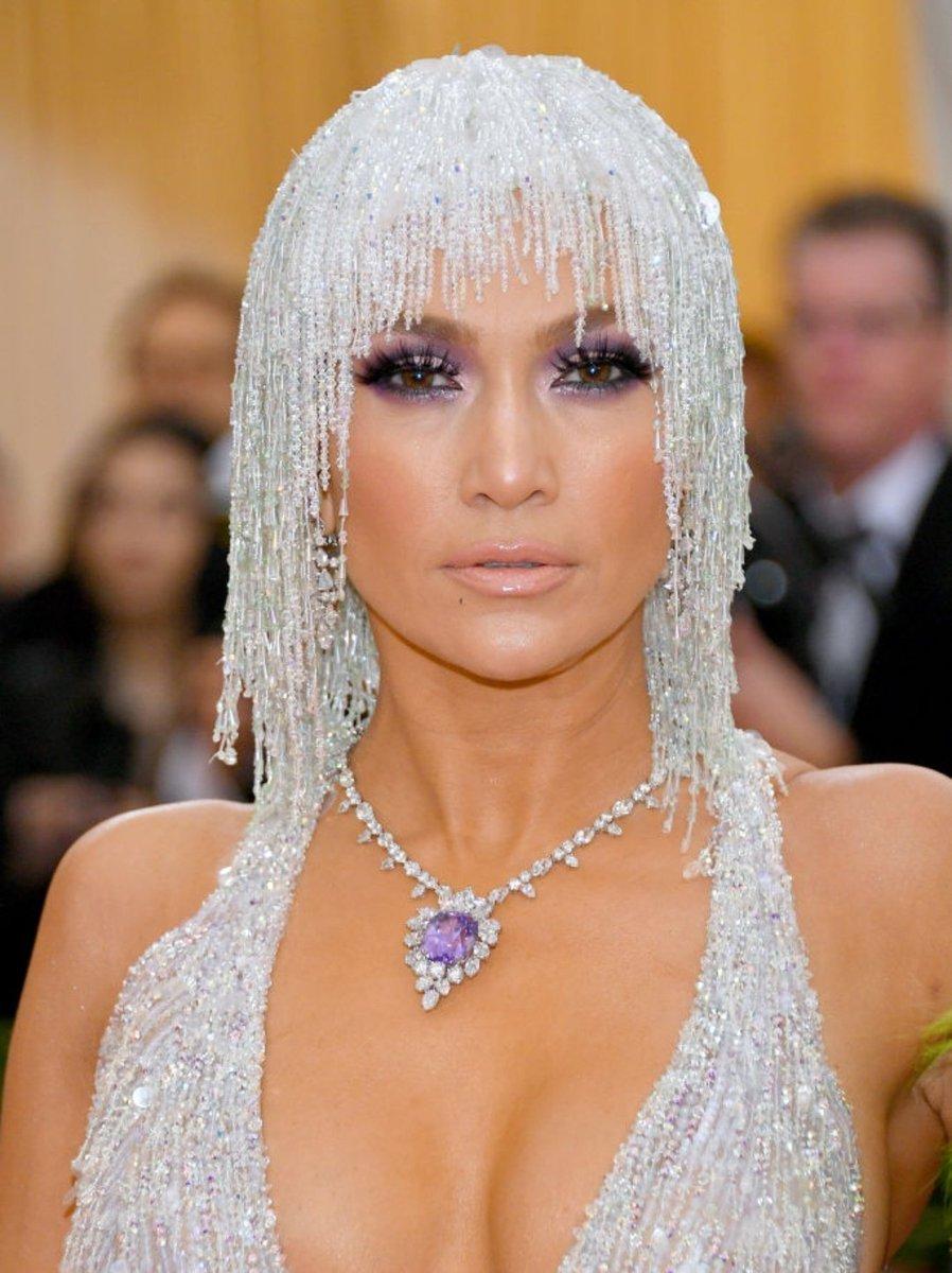 e3eb0223c0e Jennifer Lopez at the 2019  MetGala · pic.twitter.com ouVxZrAOmE