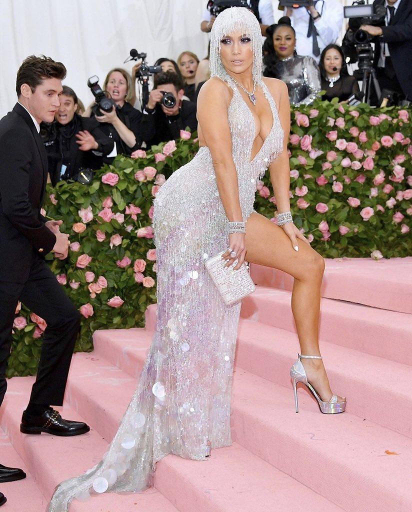 Jennifer Lopez - Σελίδα 28 D57auDzX4AEHYRM