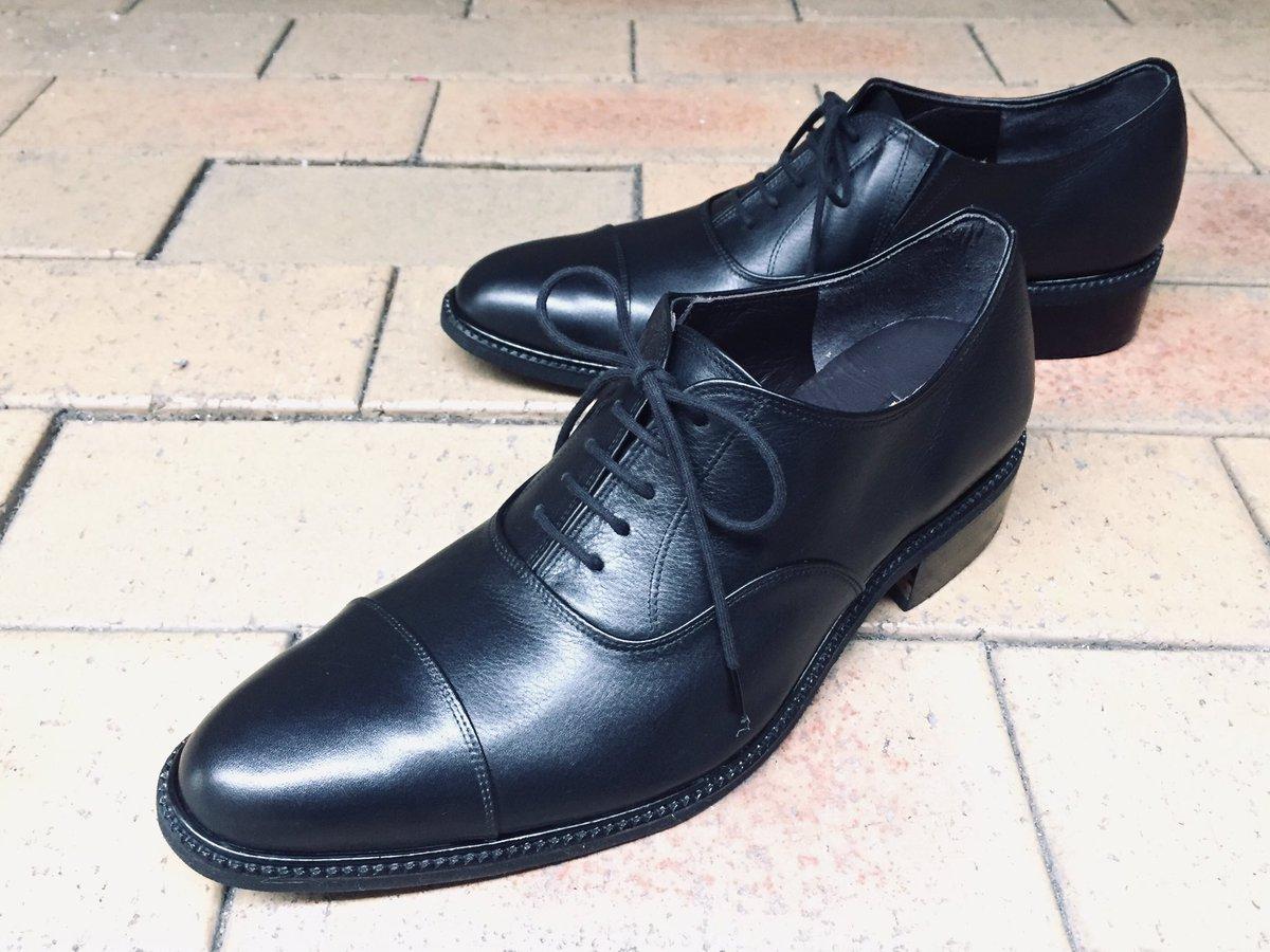 紳士靴 オーダーメイドこの靴も就職活動用に作られました。就職活動って長時間歩かれるみたいですね、女性の方もヒール4センチくらいで作りにいらっしゃいます。#紳士靴#オーダーメイド#野田靴屋#就職活動