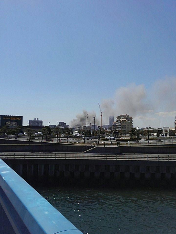 明石市の建物で大規模火災の現場画像