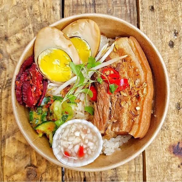 This is Pork Belly Pa Lo with Braised Duck Egg. It&#39;s just one of the amazing dishes @SaiBuddhaBelly will be serving at the IB Festival (18-19 May). What&#39;s more, Sai&#39;s mum, Niang, will be there cooking her take on Thai Boat Noodles! #unmissable   Tickets   http:// bit.ly/2tSTHDI  &nbsp;  <br>http://pic.twitter.com/E8LExDfGvq