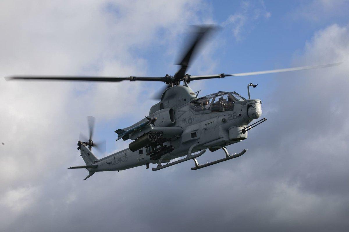 التشيك تشتري مروحيات AH-1Z  الهجوميه الامريكيه  D58bshzW4AAw10H