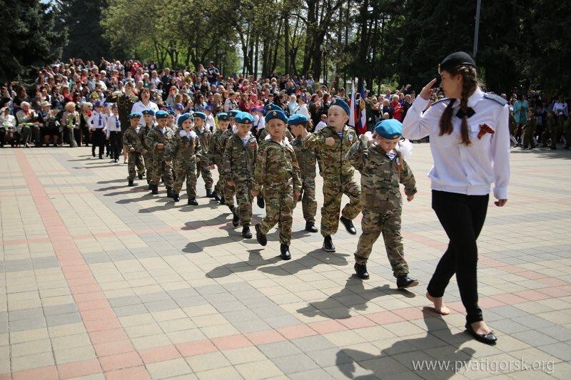 Поліція перевіряє, чи змушували дітей в одній зі шкіл Лисичанська малювати листівки до 9 травня із забороненою символікою - Цензор.НЕТ 4615