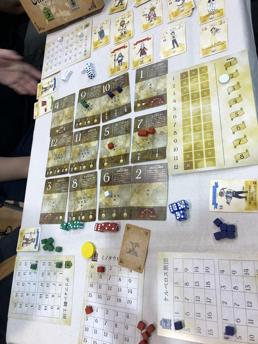 「ギルドオブダイス」ダイスの組み合わせで派遣先を決めて駒を置く→一定数置かれたら報酬を貰う。それを8ラウンドやるだけのシンプルなゲーム他のプレイヤーとの共同達成が効率がいいのでお互い様子見ながらのプレイが楽しい♪ダイス運もあるけどこの軽さなら(^^)