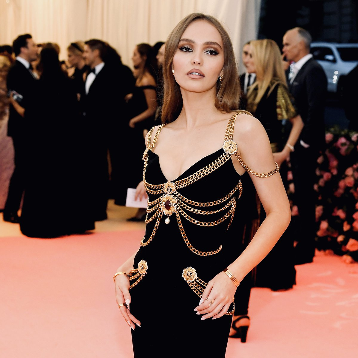 To attend the 2019 #MetGala in New York, actress Lily-Rose Depp wore a #CHANELHauteCouture dress embellished with flower-shaped gold brooches.