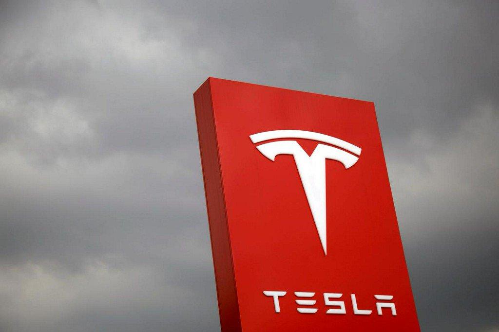 Tesla junk bond spreads widens to a record after big loss https://reut.rs/2IIH0EU