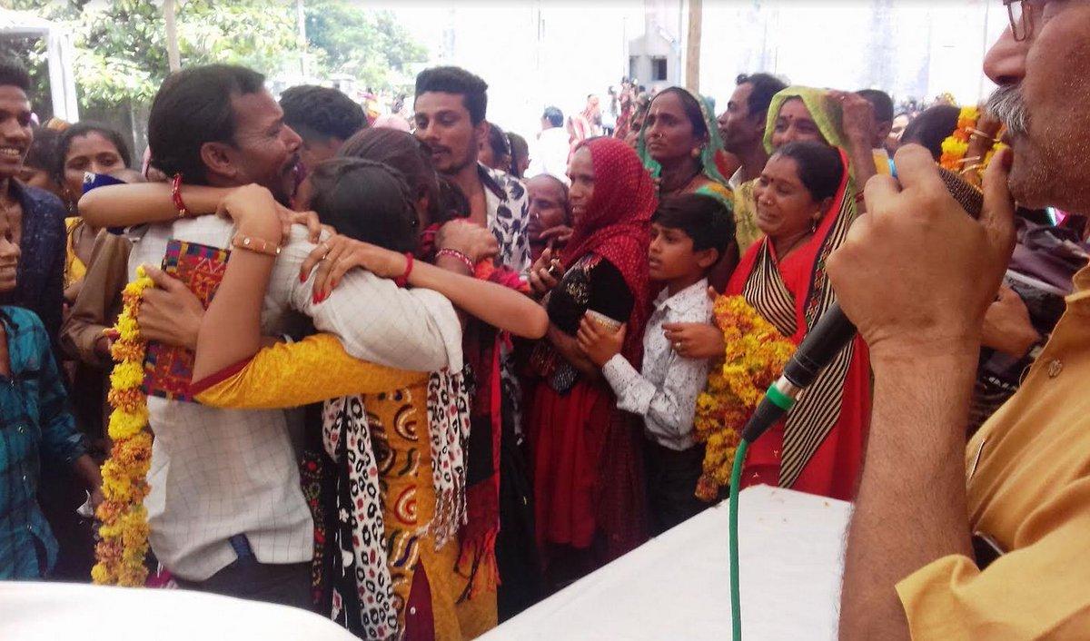 100 more fishermen return to native villages in Gujarat from jail in Pakistan