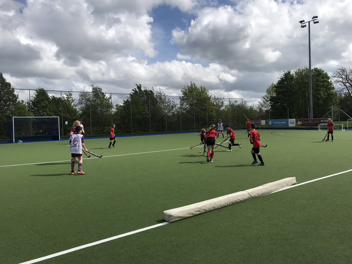 Hockey 🏑 @SevenoaksHC year 5&6 : 16 teams: 130 players from Knole Sports Partnership schools - another successful collaboration between schools/communities/active club links, thanks to everyone involved 👏🏼@KentSchoolGames thanks @HollybushCafe ☕️🍰😋