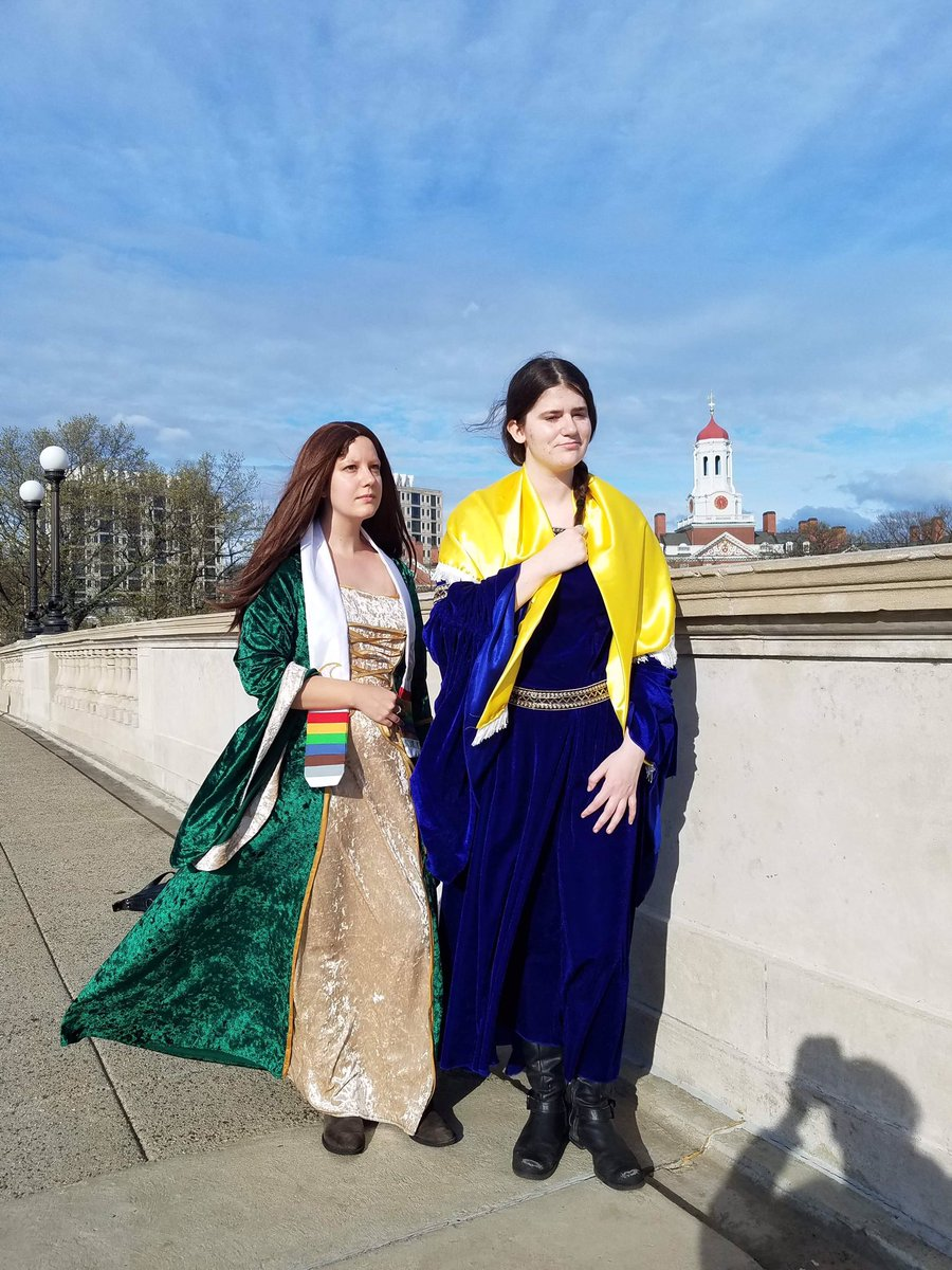 Can't make #JordanCon2019 but my friend and I pulled together a #WheelOfTime cosplay anyway!<br>http://pic.twitter.com/fZyq700s7S