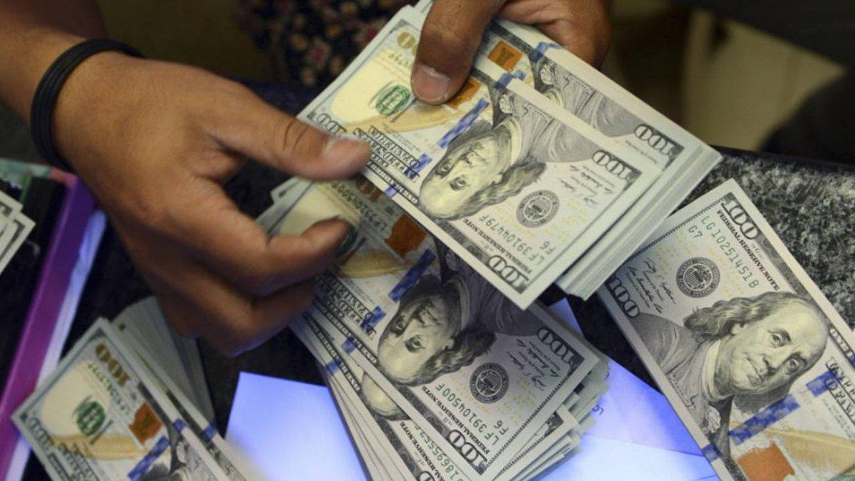 El dólar recortó la suba y cerró a $45,90 en el Banco Nación