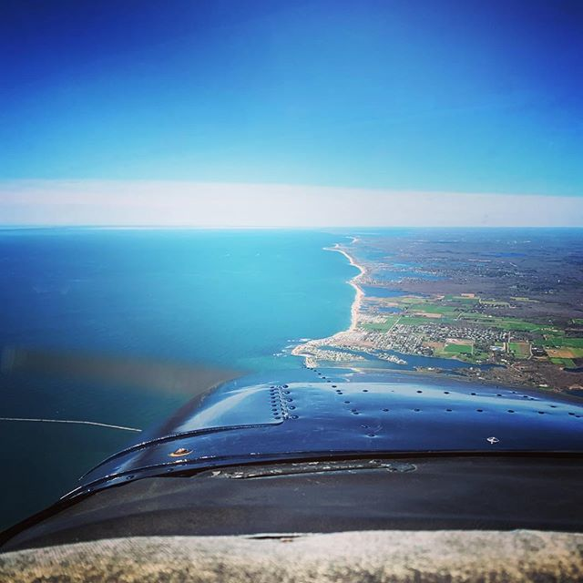 Took 178 up for a scenic flight along the RI coast this morning. Really love how this airplane flies #KOQU #QuonsetStateAirport #Cessna172 #CessnaSkyhawk #RhodeIsland #QuonsetPoint #PilotLife #SWELife #AvGeek #Flying #GeneralAviation #WhyIFly #LifeFromAb… http://bit.ly/2VnDC8B