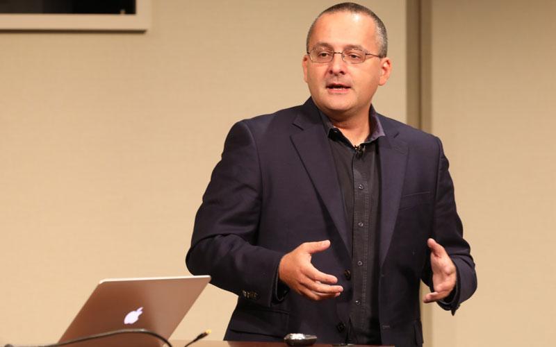 author and data viz expert Alberto Cairo