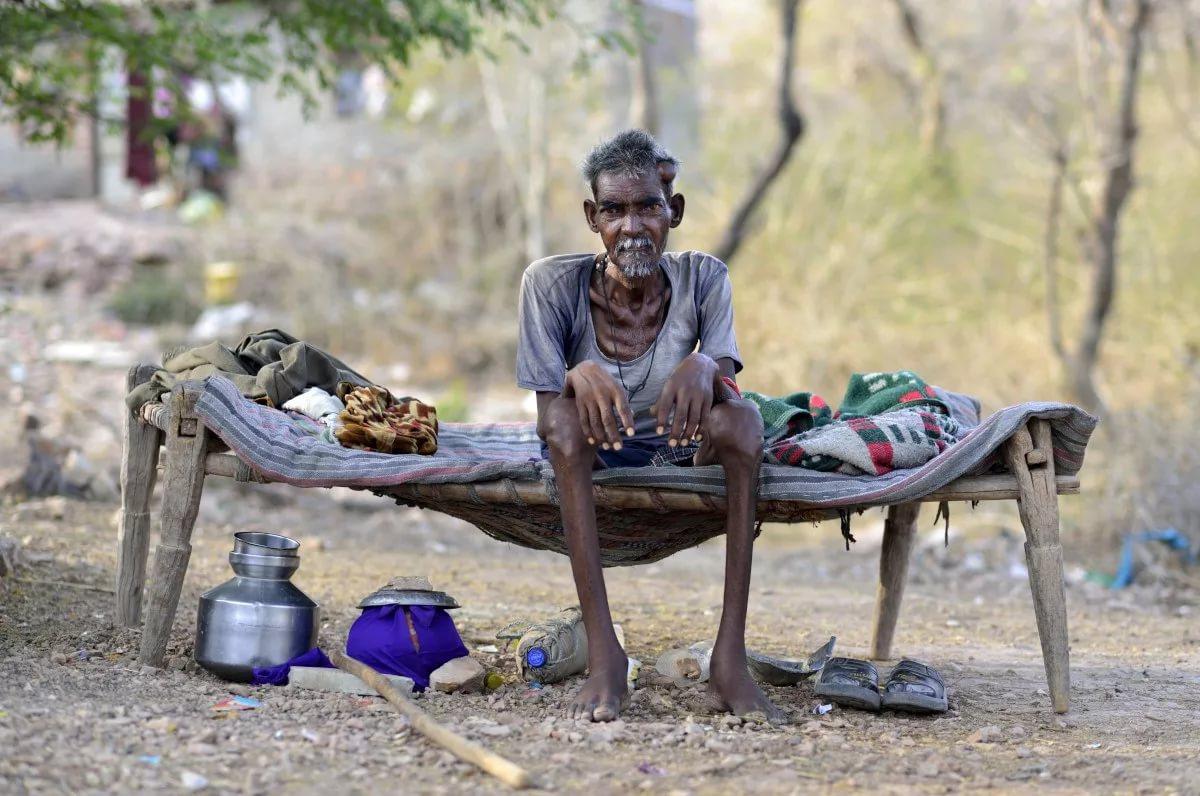 нужно картинки всех бедных людей средней
