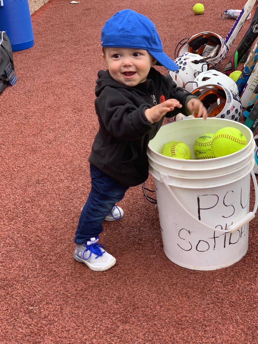 RT @SoftballPsd: Honorary bat boy for the day! @Lauresaann @lwallock @psdubathletics https://t.co/vhlctdioPo Apr 26