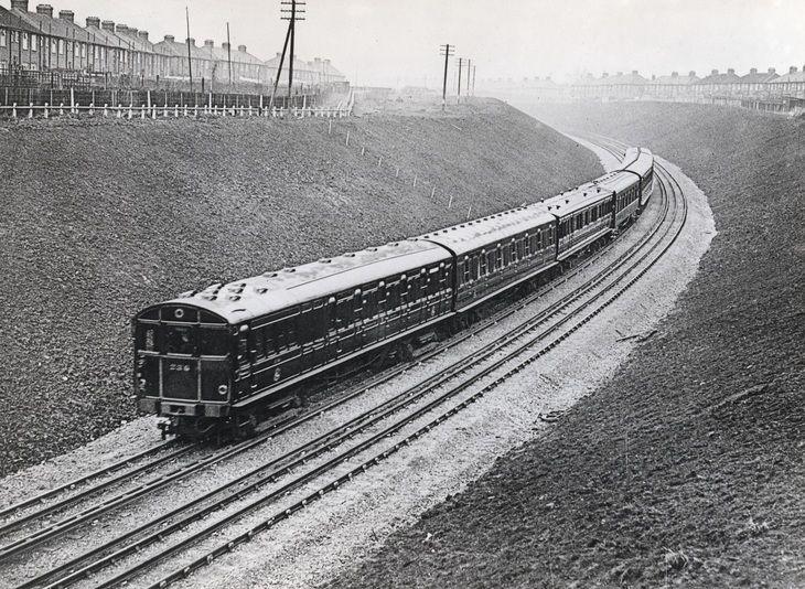 D5ChfIRXoAExun3 - London Underground's first 'ATO' system - 1932