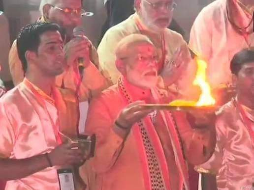 #Jai_Maa_Ganga 🙏🙏 #Jai_Sanatan 🙏🙏 #Jai_Sree_Ram🚩🚩 #PMNarendraModi  ji prayed on the banks of Ganga . https://t.co/PlhlnGEhXc