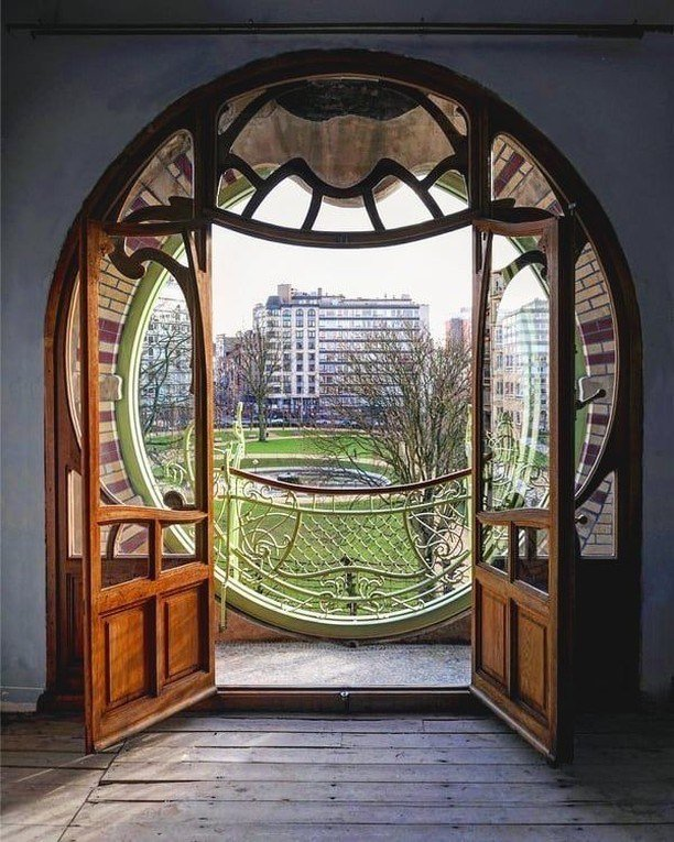 #theworldartnouveau artnouveauweek - - - - - - Closer view from the beautiful Maison Saint-Cyr, designed by Gustave Strauven who worked for the #victorhorta. * * Photo by andreaspeziali * <br>http://pic.twitter.com/lc8dTZvx6j